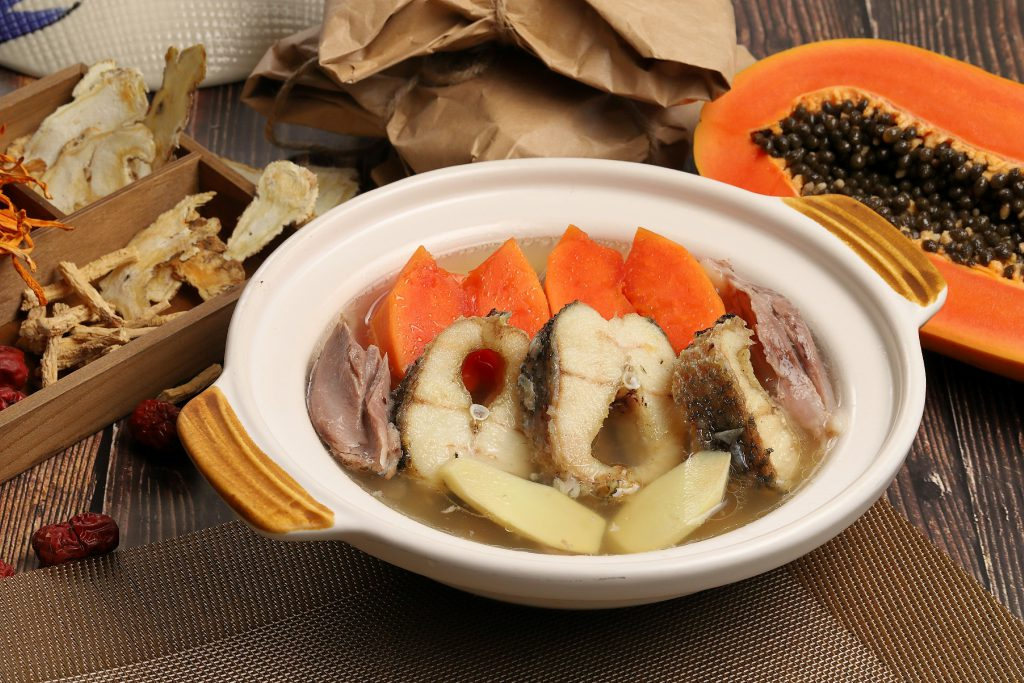 ซูปปลาช่อนกับเนื้อน่องหมูตุ๋นมะละกอ